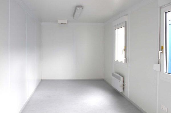 Interieur 20ft kantoor unit met 2 ramen
