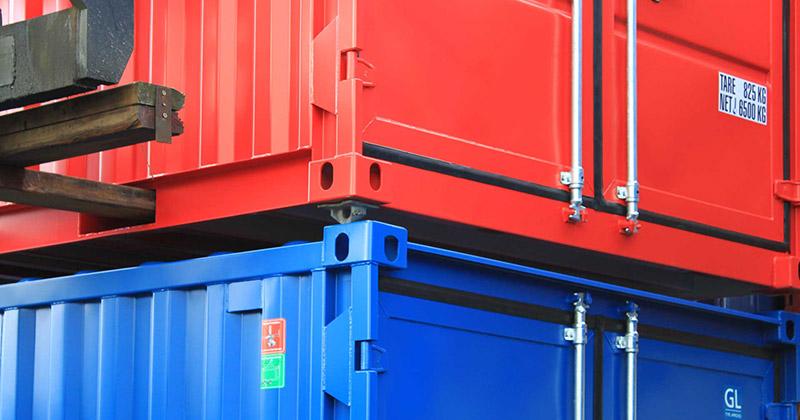 Algemeen opslagcontainers in depot