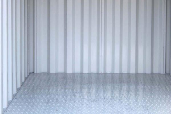 8ft Container met stalen vloer interieur