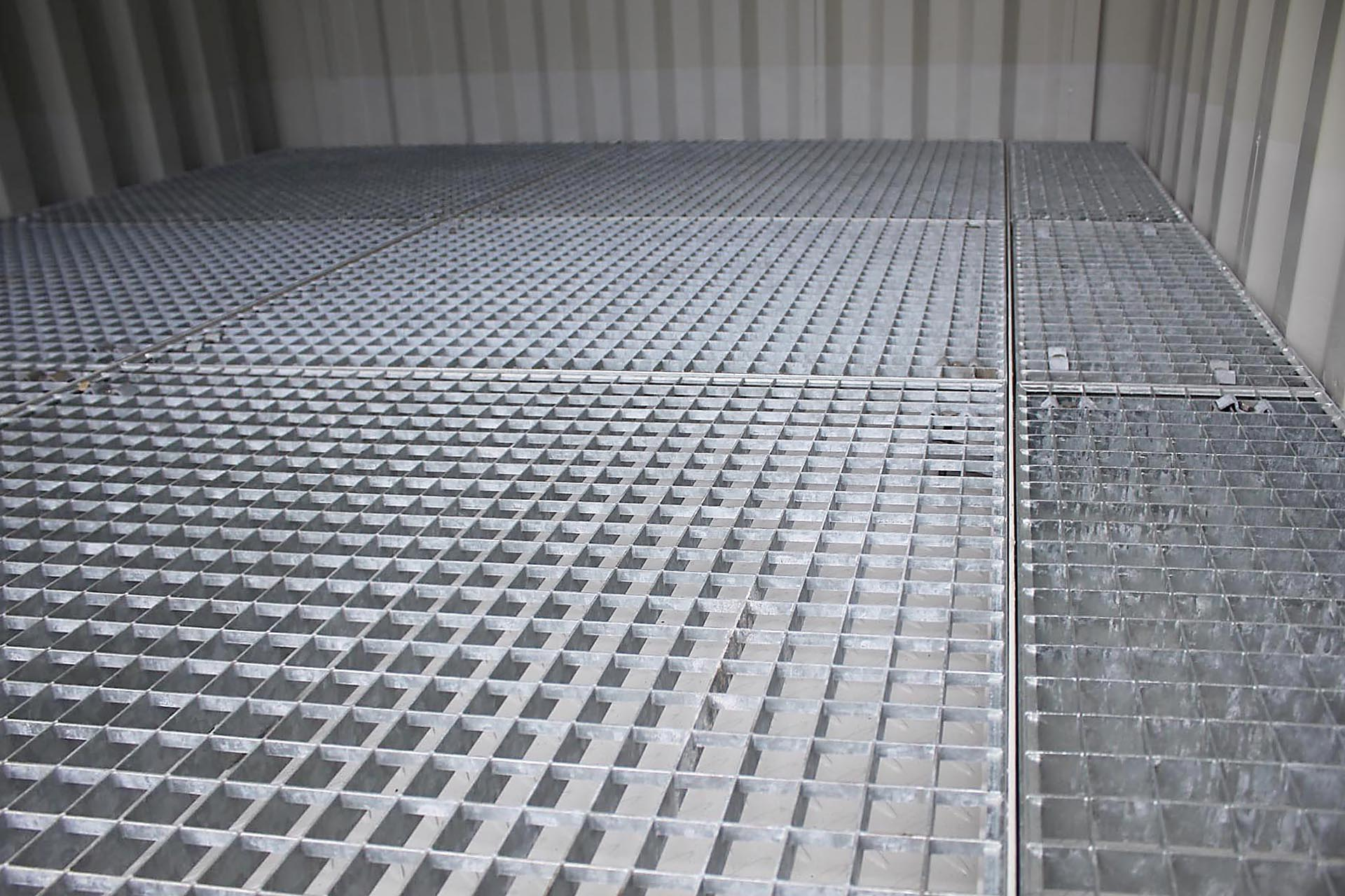 Opslag container dbc met een roostervloer