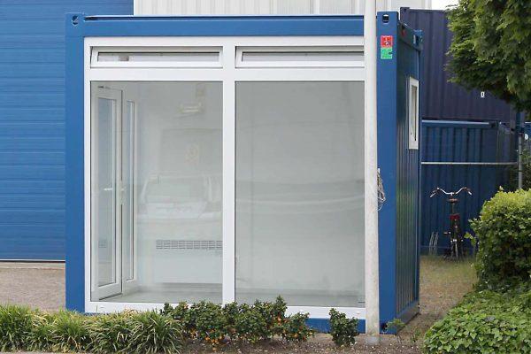 10ft kantoorunit met grote ramen rechts